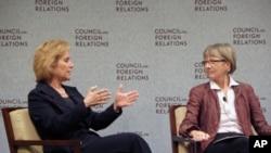 前美国贸易代表苏珊·施瓦布(左)和华盛顿全球发展中心总裁伯索尔5月10号在华盛顿