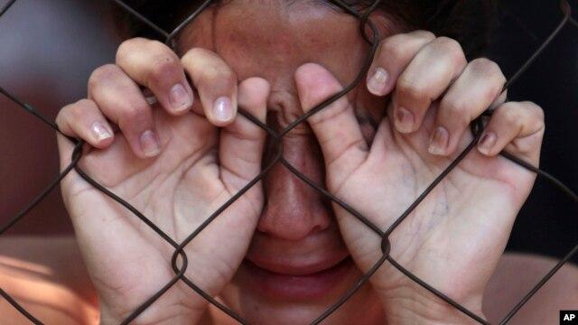 Una mujer hondureña llora a su esposo víctima de la violencia. San Pedro Sula se ha convertido en la ciudad más peligrosa del mundo según un informe.