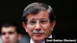 Menlu Turki Ahmet Davutoglu saat menyampaikan pernyataan kepada media di Ankara, 30 Agustus 2013 (Foto: dok).