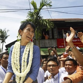 Aung San Suu Kyi, leader of Burma's democratic opposition, smiles to supporters near Bago, some 100 km north of Rangoon, August 14, 2011