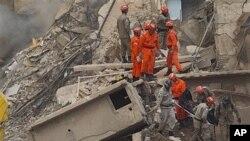 Tragédia no Rio expõe problema de construções irregulares no Brasil