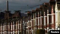 نمایی از خانه های یک شکل در یکی از محله های شهر لندن.