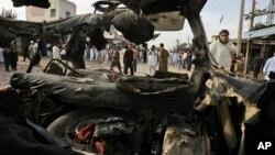 Hiện trường vụ nổ bom ở Peshawar, Pakistan, 13/4/2013