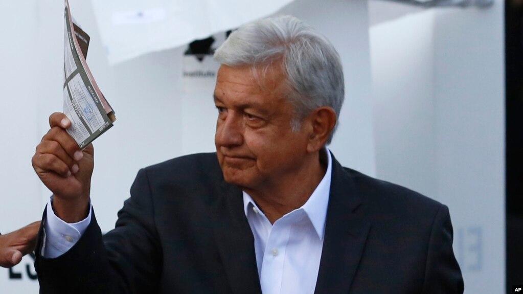 奧布拉多爾2018年7月1日在墨西哥總統選舉中投票