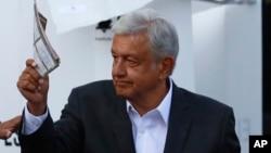 奥布拉多尔2018年7月1日在墨西哥总统选举中投票