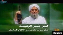 Pemimpin al-Qaida Ayman al-Zawahiri menyampaikan pesan kepada pemberontak Suriah lewat video, Kamis 23/1 (foto: dok).