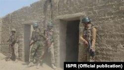 شمالی وزیرستان میں آپریشن ضرب عضب میں شریک پاکستانی فوجی (فائل)