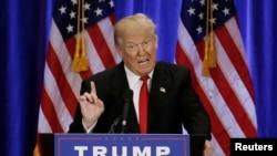 2016年6月22日,共和党总统候选人川普在纽约曼哈顿一所学校发表演讲,抨击希拉里·克林顿