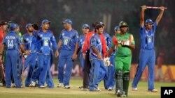 تیم ملی کریکت افغانستان پس از پیروزی در برابر بنگله دیش