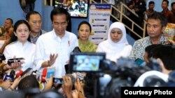 Presiden Jokowi mengatakan siap bersikap jika pemerintah tidak berhasil mencapai mufakat dengan Freeport, di Jakarta Timur, Kamis (23/2). (Foto: Biro Setpres RI).