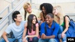 Sekelompok mahasiswa di sebuah kampus di AS. Mahasiswa asing cenderung memilih jurusan bisnis dan teknik.