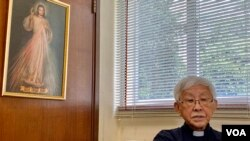 天主教香港教區榮休主教陳日君樞機批評,梵中續簽主教任命臨時協議或有政治目的,可能為梵蒂岡與中國建交以及教宗方濟各訪問中國鋪路。(美國之音湯惠芸)