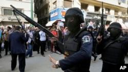 Lực lượng an ninh Ai Cập tại thủ đô Cairo.