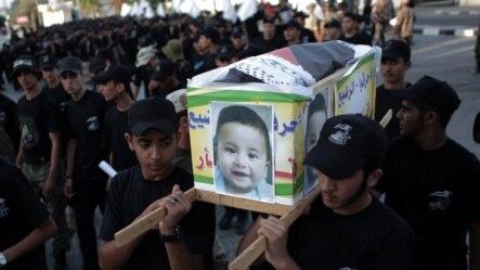 18 aylık bebek Ali Saad Davabşa'nın cenazesine yüzlerce Filistinli katıldı. Doktorlar Cumartesi sabahı küçük Ali'nin yaralarından dolayı öldüğünü bildirdi.