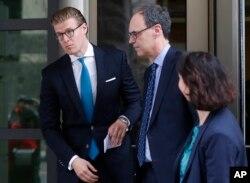 Alex van der Zwaan, left, leaves Federal District Court in Washington, April 3, 2018. A federal judge sentenced Alex van der Zwaan to 30 days in prison.