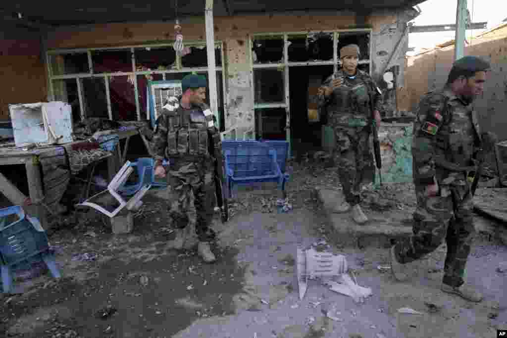 رواں ہفتے قندھار میں ایک اہم ہوائی اڈے کے قریب مسلح طالبان کے حملے میں عام شہریوں سمیت افغان سکیورٹی فورسز کے متعدد اہلکار ہلاک ہوئے تھے۔