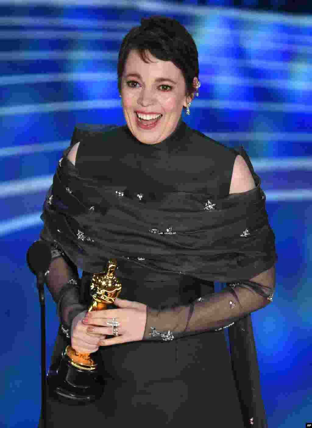 """اولیویا کولمن برای بازی در فلم """"دلخواه"""" برندۀ جایزۀ بهترین هنرپیشه زن شد"""