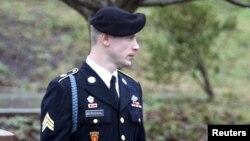 Le soldat américain Bowe Bergdahl, ex-captif des talibans pendant cinq ans en Afghanistan après une audience au tribunal de Fort Bragg, Caroline du Nord, 2 décembre 2016.