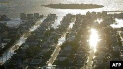 Затопленные «Айрин» улицы района Long Beach Island в штате Нью-Джерси. 28 августа 2011 года