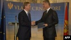 Evropski komesar za proširenje uručuju premijeru Crne Gore mišljenje Evropske komisije
