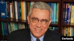 El Dr. Andy Gómez analiza las medidas implementadas hacia Cuba