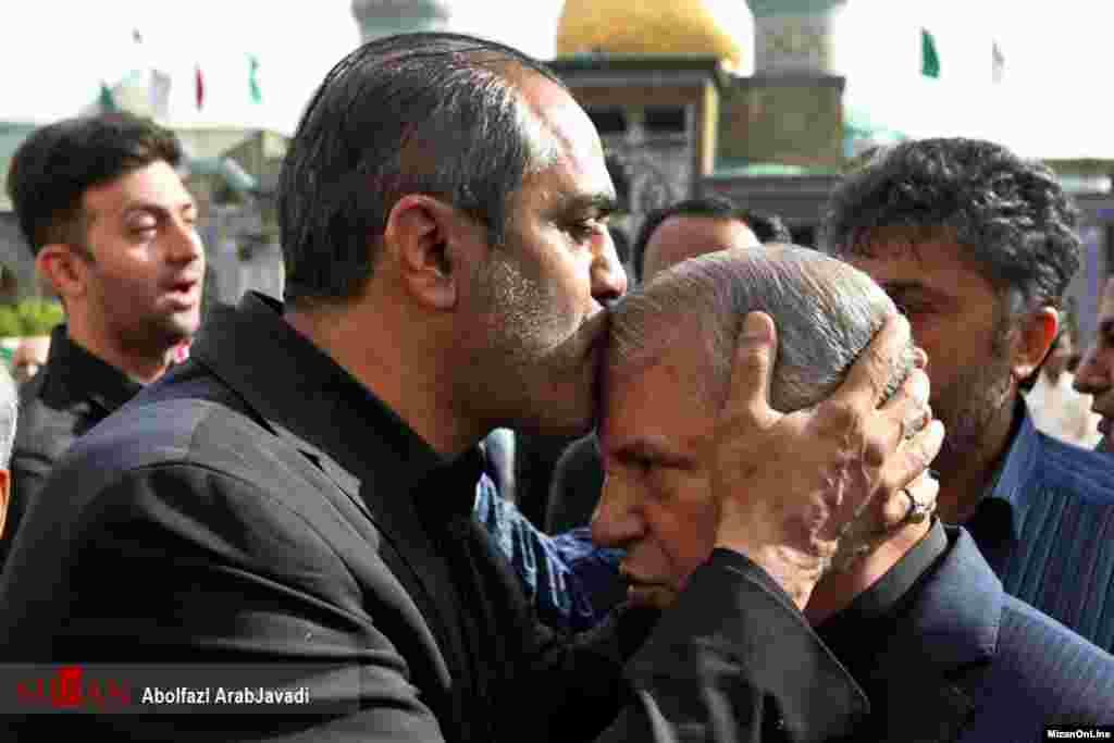 حضور علی پروین در مراسم ترحیم پدر بهنام ابوالقاسم پور عکس: ابوالفضل عرب جوادی