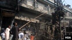 Ledakan bom telah menewaskan sedikitnya 33 orang dan melukai 70 lainnya di pusat kota Peshawar, Minggu (29/9).