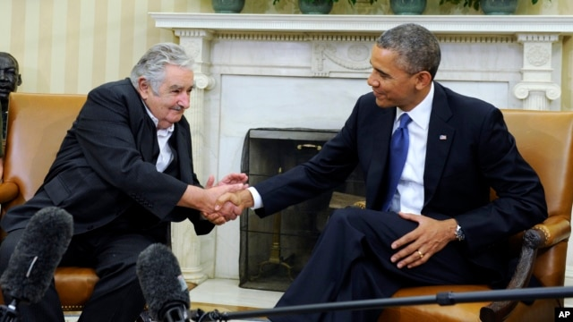 President Barack Obama shakes hands with Uruguay's President Jose Mujica in the Oval Office of the White House, May 12, 2014.
