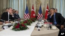 Зустріч Реджепа Ердогана (л) з Бараком Обамою у Парижі 1 грудня 2015 р.