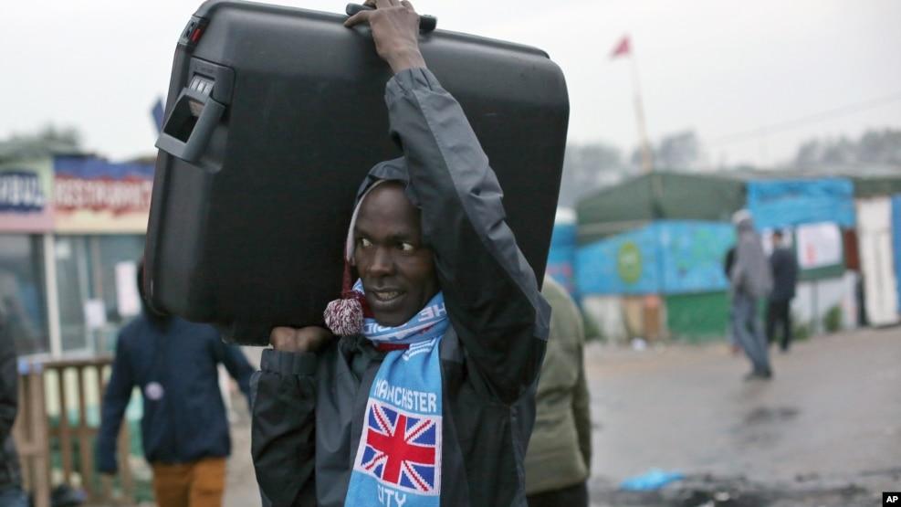 Francë, fillon evakuimi i kampit të Kalesë