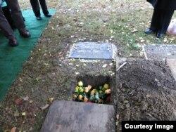 북한 피바다가극단에서 성악가로 활동한 박경재 씨의 유해가 지난달 31일 시카고 인근 '클라렌돈 힐스' 묘지에 묻혔다.