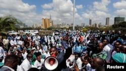 Les manifestations sont en cours au Kenya dans le milieu médical pour une amélioration de leur condition de travail, à Nairobi, le 5 décembre 2016.