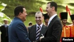El presidente de Venezuela, Hugo Chávez, y su homólogo sirio, Bashar al-Assad, se han reunido en numerosas ocasiones en los últimos años. Venezuela ha sido un relevante aliado para el país árabe en sus últimos movimientos.