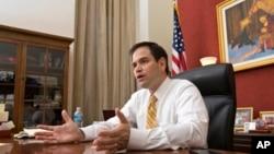 El senador Marco Rubio vuelve a apoyar una reforma migratoria con seguridad fronteriza y legalización.