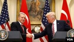 امریکا از ملیشه های کرد در سوریه حمایت میکند، اما ترکیه در مخالفت با این پالیسی واشنگتن قرار دارد