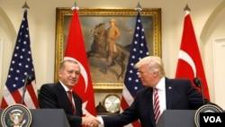 Tramp va Erdog'anning 2017-yil may oyidagi uchrashuvidan arxiv surat