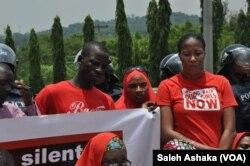 尼日利亚民众在阿布贾举行集会纪念奇博克镇女学生被绑架两周年 (2016年4月14日)