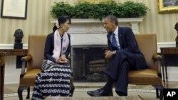 Presiden AS Barack Obama saat menerima Aung San Suu Kyi di Gedung Putih (19/9). Obama dipastikan akan mengunjungi Burma bulan ini.