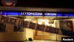 La scène de crime à la station de métro de Leytonstone à Londres, le 6 décembre 2015. (REUTERS/Neil Hall)