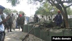 Seorang pembom bunuh diri meledakkan bom dalam kompleks lokasi istana presiden dan kediaman perdana menteri Somalia di Mogadidhu (29/1).