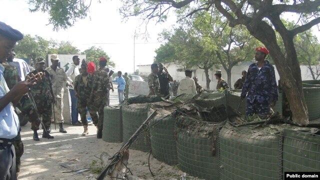 28일 소말리아 대통령궁 앞 폭탄 테러 현장.