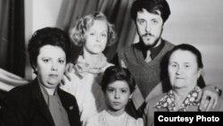 Семейная фотография. Кадр из фильма «Родные». Courtesy photo