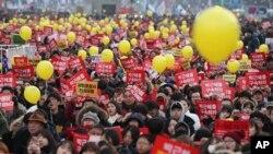 عکس آرشیو از راهپیمایی در سئول در اعتراض به رئیس جمهوری کشور