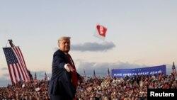 疫情在全球爆發,美國特朗普政府改變對中國立場, 10月競選活動時抛棄口罩。