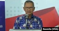 Juru Bicara Pemerintah untuk Penanganan Virus Corona, Achmad Yurianto dan Juru Bicara BNPB Agus Wibowo saat menggelar konferensi pers di Gedung BNPB Jakarta, Rabu, 18 Maret 2020. (Foto: VOA/Sasmito)