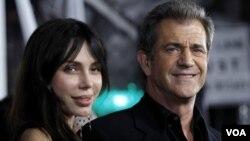 Mel Gibson tiene un bebé de 20 meses con su nueva novio, la cantante rusa Oksana Grigorieva.