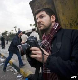 Kris Xondros dunyoning eng qaynoq nuqtalaridan tasvirlar uzatgan usta fotograf edi