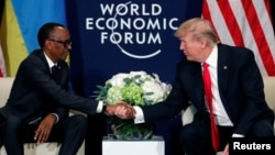 Presiden Rwanda Paul Kagame bertemu Presiden Donald Trump di pertemuan tahunan World Economic Forum di Davos, Swiss, 26 Januari 2018.