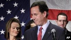 Cựu Thượng nghị sĩ Rick Santorum loan báo chấm dứt chiến dịch vận động tranh cử tại Gettysburg, bang Pennsylvania, ngày 10/4/2012