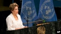 La presidenta de Brasil, Dilma Rousseff se enfrenta a un juicio político en medio de una de las peores recesiones del país y un gigantesco escándalo de corrupción que involucra a la petrolera estatal Petrobras.